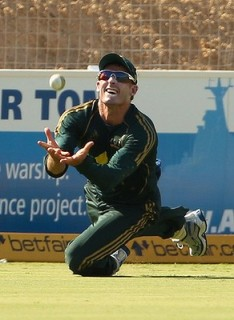 Michael Hussey catching ball - Live Cricket Magazine